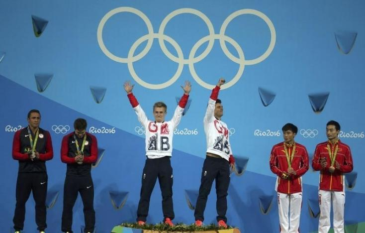 Diving - Men's Synchronised 3m Springboard Victory Ceremony