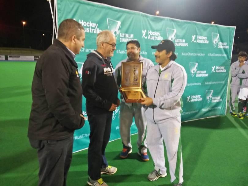 Pakistan Hockey coach Olympian Kamran Ashraf receiving award in Australia