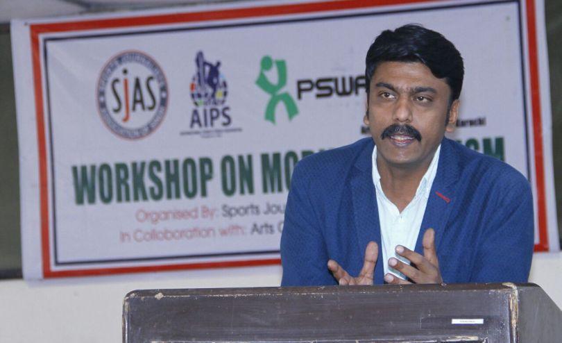 Faizan Lakhani on use of mobile phone